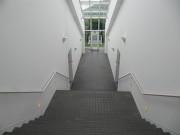中央の階段