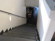 1階入り口を入って、正面の階段